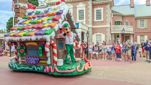 Goofy float during Magic Kingdom Christmas cavalcade